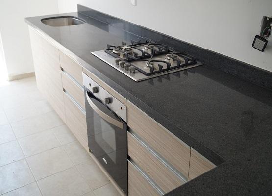 Cocinas de granito granito gris oxford for Cocinas con granito gris